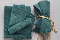 drap de bain brodé MÉDINA vert ombre - SYLVIE THIRIEZ