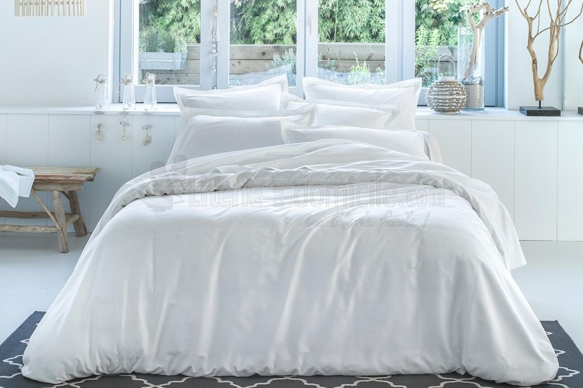 linge de lit bord de mer blanc blanc de anne de solene. Black Bedroom Furniture Sets. Home Design Ideas